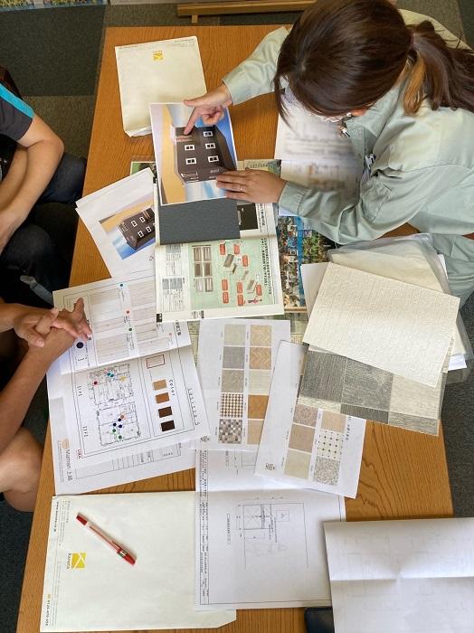 |ママン上越|ナチュラル|mamanの家|可愛いおうち|上越市|糸魚川市|妙高市|デザイン住宅|ビンテージ|かわいいお家|エイジング|デザインコンクリート|おしゃれな家|塗り壁|床|打合せ|